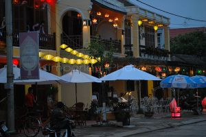 Hoi An restuarants at night